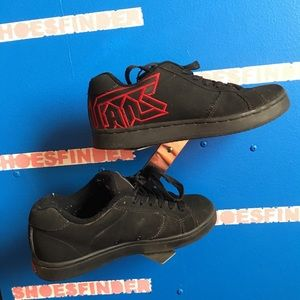 Vans Shoes - Vans widow size 6